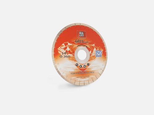 Disk for bridge saw machine for porcelain tile cutting